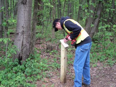 New Albany Arboretum at Swickard Woods- installing sign